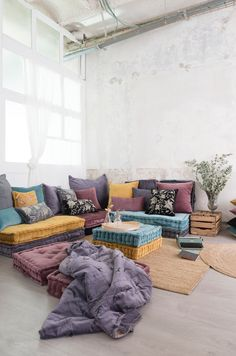 """Maybe something like this would be good for the """"other"""" living area? Boho Living Room, Living Room Decor, Bedroom Decor, Living Area, Home Yoga Room, Zen Room, Chill Room, Cozy Room, Floor Seating"""