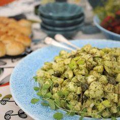 Potatissallad med äpple Sprouts, Vegetables, Food, Salta, Essen, Vegetable Recipes, Meals, Yemek, Veggies