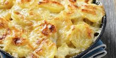 Preparation: Preheat the oven th. 5 ° C). Make a layer of potatoes at the bottom of the dish. Pasta Recipes, Crockpot Recipes, Kohlrabi Gratin, Nordic Diet, How To Make Potatoes, Large Group Meals, Balsamic Beef, Food Items, Family Meals
