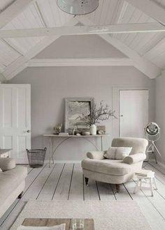 Wandgestaltung-grau-grey-interior-landhaus-hell-farbenlehre-anna-von-mangoldt-www.decohome.de