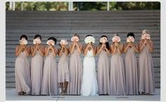 Bridal party with peach and white bouquets #wedding #peachwhite #bouquets