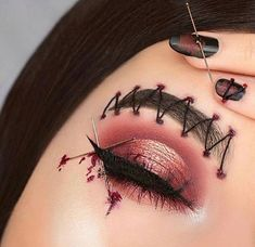 Are you ready for the idea of Halloween makeup looks? let's take a look at the best Halloween make-up we have. All Halloween costumes are included. Creative Eye Makeup, Eye Makeup Art, Colorful Eye Makeup, Scary Makeup, Zombie Makeup, Makeup Inspo, Makeup Ideas, Halloween Makeup Clown, Halloween Costumes