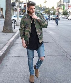 40 Exclusive Chelsea Boot Ideas for Men - The Best Style Variations Fashion Moda, Urban Fashion, Men Looks, Casual Fall, Men Casual, Camo Bomber Jacket, Military Jacket, Chelsea Boots Outfit, Moda Blog