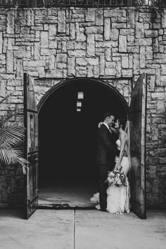 That look #allthehearteyes Photography by Nugen Media Virginia Wineries, Real Weddings, Winter Weddings, Northern Virginia, Tuscan Style, Indoor Wedding, Photo Poses, Wine Tasting, Old World