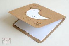 Okolicznościowa kartka z ptaszkiem na bazie z papieru eco i zaokrąglonymi rogami. Handmade by PAPI