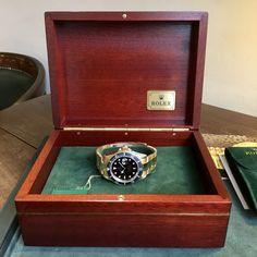 Rolex Submariner ref. 16618 (D+P - Spiegelgracht Juweliers Vintage Watches For Men, Vintage Rolex, Luxury Watches, Rolex Watches, Amsterdam Shopping, Rolex Submariner, Best Model, Wood Watch, Vintage Jewelry