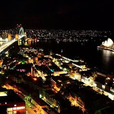 When you stay in our Executive Grand Harbour View room at Shangri-La Hotel, #Sydney, the view of Sydney's bright night lights will take your breath away. Thanks Bernice Lee for the lovely photo!