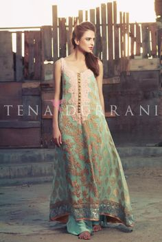 Tina Durrani, Pakistani fashion designer, bridal couture collection by MyohoDane Mehendi Outfits, Pakistani Outfits, Indian Outfits, Pakistani Clothing, Pakistani Couture, Indian Couture, Pakistani Bridal, Indian Attire, Indian Wear