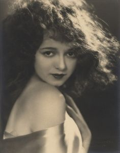 Janet Gaynor, 1920s, photo by Melbourne Spurr                                                                                                                                                                                 Más