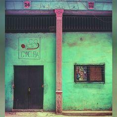 Spor önemli #küba #havana #sporsalonu #spor #gym #dumbell #kas #yeşil #kapı #pencere #24 #1918 #lgg3 #man #woman #cuba #habana #lahabanavieja #fitness #muscle #green #door #photooftheday #vcso #instagood #instalike #photoshoot by o.k.a.n.t.a.s.k.i.n