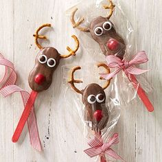 Marshmallows, cake pops, cookie mix and many other goodies to give as presents this holiday season.
