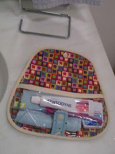 Aberta Fechada Tecidos Lulublu, com estampa especial para a área dental, confeccionado em plástico transparente ...