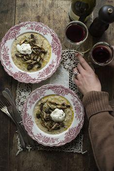 Min bästa svamp – Ett recept från min bok | Sofia Wood Little Bunny Foo Foo, Good Food, Yummy Food, Three Little Pigs, Le Diner, Creme Fraiche, Serving Plates, Mellow Yellow, Sugar And Spice