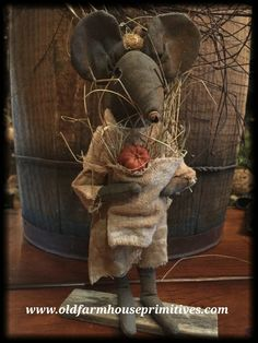 #LT42 Primitive Standing Girl Fall Mouse (Made In USA)