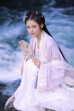 Traditional Fashion, Traditional Dresses, Japanese Wedding Kimono, Beautiful Chinese Girl, Beautiful Costumes, China Girl, Ancient Beauty, Oriental Fashion, Japanese Outfits