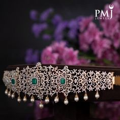 Gold Necklace Simple, Gold Jewelry Simple, Diamond Wedding Sets, Gold Jewellery Design, Pendant Jewelry, Wedding Jewelry, Vaddanam Designs, Waist Jewelry, Diamond Necklaces