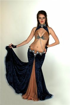 interesting layout for a 3 piece panel skirt, the outer piece being a bd veil Coleção prof eagasparetto Belly Dance Skirt, Belly Dance Outfit, Belly Dance Costumes, Dance Fashion, Fashion Outfits, Dance Gear, Tribal Belly Dance, Beautiful Costumes, Belly Dancers