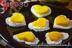 O fãs de tapioca com certeza vão amar esses Canapés de Tapioca com Manga! Super levinhos, lindos e refrescantes.  #Receita aqui: http://www.gulosoesaudavel.com.br/2012/10/17/canapes-tapioca-manga/
