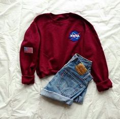 Omg I would totally wear black Vans or white Keds with this! Look Fashion, Teen Fashion, Fashion Outfits, Womens Fashion, Lolita Fashion, Fashion Boots, Sweatshirt Outfit, Mode Outfits, Casual Outfits