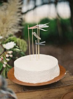 simple wedding cake | photo by Byron Loves Fawn Photography | 100 Layer Cake