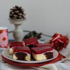 Puddingkuchen mit Himbeerspiegel bei Tortentine. Schneewittchenkuchen mal anders. Saftiger und unkomplizierter Blechkuchen mit Vanillepudding.