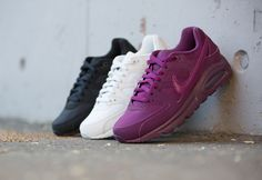 Girls, the Nike Air Max Command is available at our shop now! Three beautiful colorways are waiting for you on a classic Swoosh silhouette! EU 36 - 41 | 130,-€