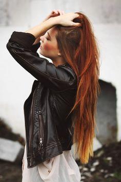 Pretty purple hair hair-and-beauty Long Red Hair, Brown Hair Red Ends, Red Hair Dark Roots, Auburn Hair, Dye My Hair, Grunge Hair, Grunge Goth, Soft Grunge, Pretty Hairstyles