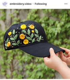Hand Embroidery Videos, Hat Embroidery, Flower Embroidery Designs, Embroidery Patterns Free, Hand Embroidery Stitches, Embroidery Techniques, Bone Floral, Bone Bordado, Stitch Crochet
