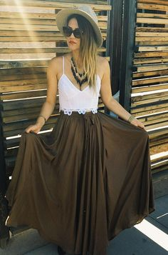 Flowly Slit Skirt style pic on Free People - Perfect with brocade jacket! Bohemian Mode, Bohemian Style, Boho Chic, Skirt Fashion, Love Fashion, Fashion Beauty, Dress Skirt, Slit Skirt, Flowy Skirt