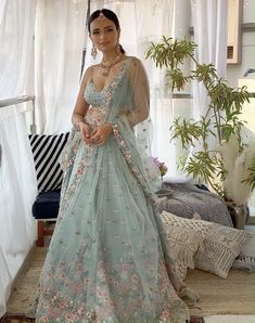 Party Wear Indian Dresses, Indian Gowns Dresses, Indian Bridal Outfits, Party Wear Lehenga, Indian Fashion Dresses, Indian Bridal Wear, Dress Indian Style, Indian Designer Outfits, Indian Wear