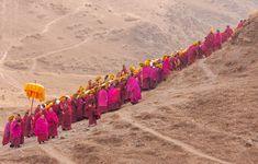 grote versie Columbus Travel, China People, Tibet, Om, Faith, Culture, Orange, Loyalty, Believe