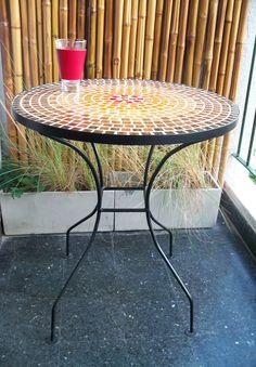 Mesa de hierro con venecitas 60 cm. diámetro, $790 en https://ofeliafeliz.com.ar