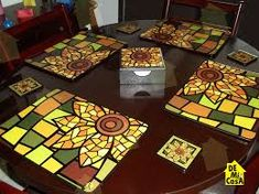 Resultado de imagen para artesanias en madera mdf Glass Painting Designs, Paint Designs, Mosaic Crafts, Mosaic Projects, Diy And Crafts, Arts And Crafts, Flower Decorations, Painting On Wood, Pop Art