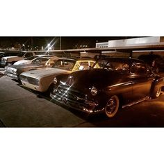 Gypsies out on a cruise last night  #Desertgypsiescc #kustom #kustomrama #chevy #ford #downtownphx by tattoos_by_oaks