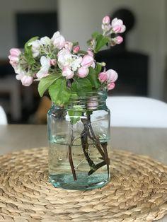 Fra hagen Sugar Flowers, Glass Vase, Home Decor, Decoration Home, Room Decor, Home Interior Design, Home Decoration, Interior Design