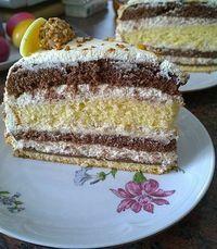 Giotto-Torte The post Giotto-Torte appeared first on Kuchen Rezepte. Baking Recipes, Cake Recipes, Snack Recipes, Dessert Recipes, Fall Desserts, No Bake Desserts, Torte Recipe, Easy Smoothie Recipes, Pie Cake