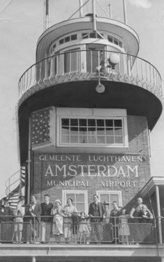 Air traffic control tower at Shiphol airport in Amsterdam. Amsterdam Holland, New Amsterdam, Dutch People, Air Traffic Control, City Pass, Eindhoven, Interesting History, Historical Pictures, Old Pictures