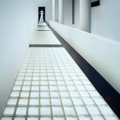Macba Barcelona foto by antoni Kartanflatl Tile Floor, Barcelona, Stairs, Flooring, Pure Products, Photos, Photography, Life, Home Decor