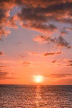 Electric Beach Oahu, Beach Sunset Wallpaper, Beach Pictures Wallpaper, Photo Wallpaper, Hawaiian Sunset, Pretty Sky, Sunset Sky, Sunset Beach, Beach Sunsets