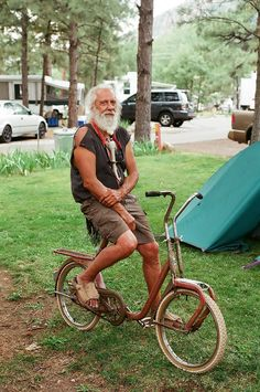 Branch and his holy grail bike rare vintage. A very rare #Duemila_folding_bike…