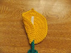 Crochet Applique Patterns Free, Free Pattern, Crochet Lace Collar, Crochet Bookmarks, Crochet For Beginners, Calla Lily, Book Making, Make And Sell, Crochet Flowers