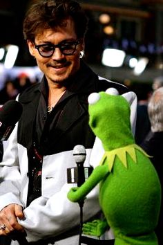 Kermit interviewing Johnny Depp! If a Frog can get that close there's gotta be a way!!!