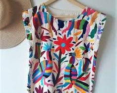 Beautiful Otomi Blouse Hand embroidered by women. Mexican Top, Mexican Blouse, Mexican Dresses, Diy Otomi Embroidery, Mexican Embroidery, Embroidered Blouse, Ethical Fashion, Color Negra, Boho Fashion