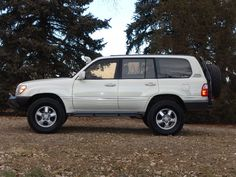 SleeOffroad, lift, bumpers and a white painted snorkel, a very clean looking… 100 Series Landcruiser, Landcruiser 100, Toyota Land Cruiser 100, Off Road Camping, Toyota 4x4, Expedition Vehicle, Prado, Offroad, Car Stuff
