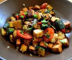 La quinoa con tofu es una receta vegana deliciosa. Sin duda una receta que no puedes dejar pasar.