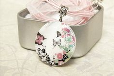 Butterfly necklace. Pink organza necklace. by QuickFashionSkirts