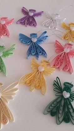 Quilling, auch bekannt als Papier filigran, ist eine Form der Kunst, wo ein Streifen Papier gerollt, geformt und verleimt um dekorativen Designs zu erstellen. Einzigartige, wunderschöne, handgefertigte Stachelbesetzter Engel Verzierung. Jede Miniatur-Engel-Schmuck wird von hand mit Heavy-Duty, haltbaren Karton durch einen Prozess namens Quilling basteln Papier hergestellt. Alle meine Stachelbesetzter Kreationen sind handgefertigt in einem Rauch frei Haus. Sie misst etwa 2 5/8 hoch, 2...