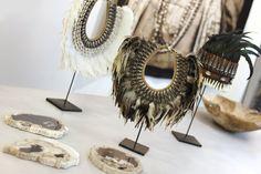 Colliers et couronnes tribales chez MOA Intérieur