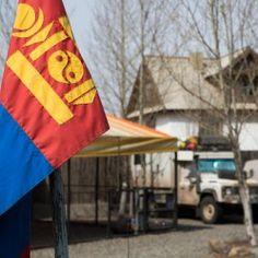 Nossa última semana… - http://www.mundoporterra.com.br/novidades/nossa-ultima-semana/ - Já faz uma semana que estamosem Ulaanbaatar, capital da Mongólia. Assim que chegamos, nos hospedamos em uma pousada e tiramos alguns dias para relaxar, colocarmos as coisas em dia e fazermos uma faxina em nossa casa. É primavera por aqui e esta não é uma boa estação para viajar, pois ainda está frio, háventania,