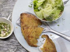 Ofen-Backfisch – smarter - mit Apfel-Vinaigrette - smarter - Kalorien: 490 Kcal - Zeit: 20 Min. | eatsmarter.de